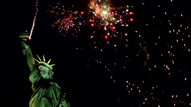 statue of liberty with fireworks behind - wide (new york) - independence day stock videos & royalty-free footage