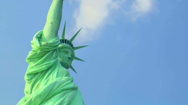 Statue of Liberty! Zoom Out video