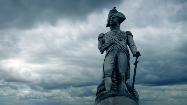 bulutlu gün nelson heykeli - heykel stok videoları ve detay görüntü çekimi
