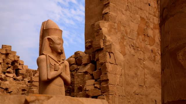 statyn av ramses ii från karnak-templet, luxor egypten - egyptisk kultur bildbanksvideor och videomaterial från bakom kulisserna