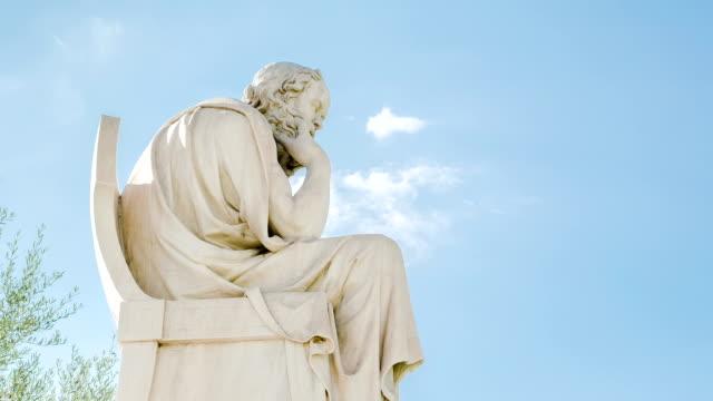 vídeos de stock, filmes e b-roll de estátua de o filósofo programa sócrates, intervalo de tempo - monumento