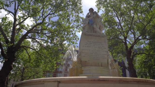 Standbeeld van William Shakespeare, Het Vierkant van Leicester met camerabeweging. video