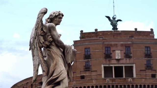 statyer på sant angelo-bron, vatikanen, rom, italien. - påve bildbanksvideor och videomaterial från bakom kulisserna