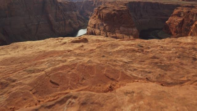 steadicam shot of horseshoe bend, usa. orange rocks and colorado river. uhd, 4k - horseshoe stock videos & royalty-free footage