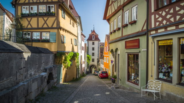 vídeos de stock e filmes b-roll de steadycam: medieval town rothenburg in germany. - alemanha