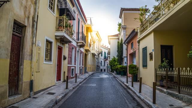 vídeos de stock e filmes b-roll de steadycam: old town in athens, greece - stabilized shot