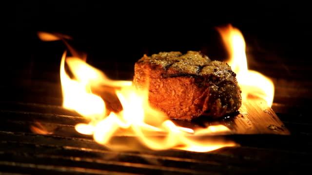 steak beef meat grilling food - dana eti stok videoları ve detay görüntü çekimi