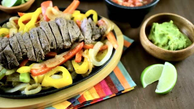 ステーキのファヒータ ビデオ