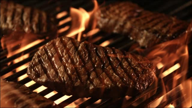 steak on a bbq fire grill - alla griglia video stock e b–roll