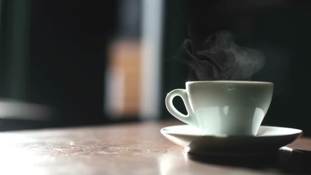 コーヒー カップから出る蒸気 - マグカップ点の映像素材/bロール