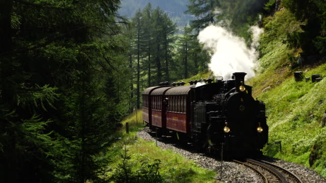 Steam locomotive from Realp to Furka Pass – Video