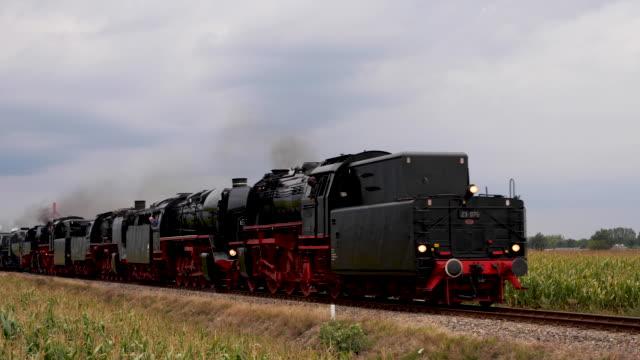 9 steam locomotives at the VSM during