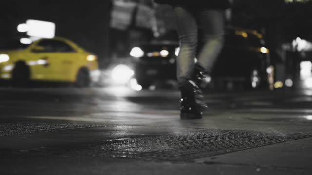 ニューヨークの路上でガス抜きスチーム - 都市 モノクロ点の映像素材/bロール