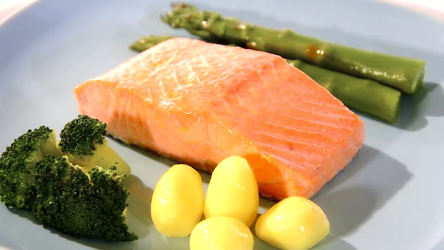 Steamed salmon with vegetables video