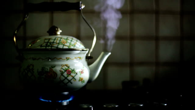 hd: steaming teapot - teapot stock videos & royalty-free footage