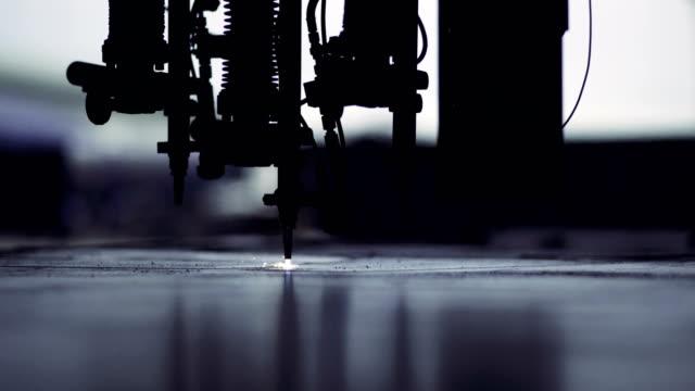 en stål gas skärmaskin - cnc maskin bildbanksvideor och videomaterial från bakom kulisserna