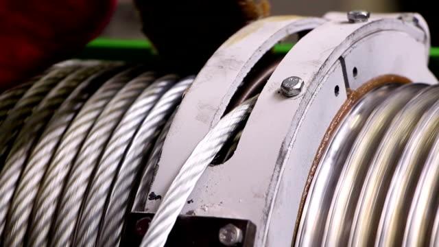 acciaio corda, gomena - cavo d'acciaio video stock e b–roll