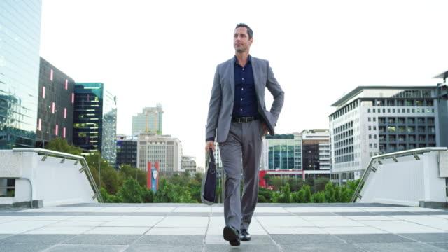 スタイルでビジネスの世界に足を踏み入れる - 全身点の映像素材/bロール