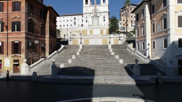 roma'da i̇spanyol adımlarının adımları - obelisk stok videoları ve detay görüntü çekimi
