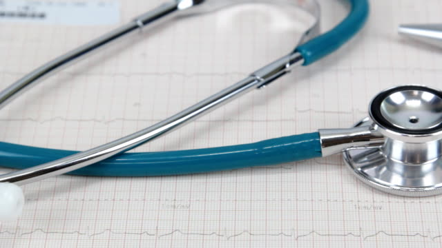 stetoscopio e cartelle cliniche - stetoscopio video stock e b–roll