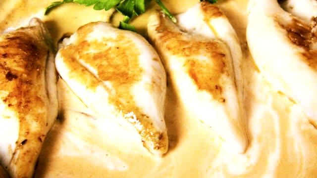 vídeos y material grabado en eventos de stock de compotas o squids con salsa - comida salada