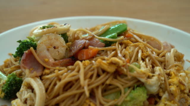 stir-fried noodles with seafood and vegetable
