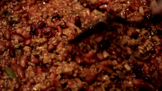 mescolare peperoncino - chilli con carne video stock e b–roll