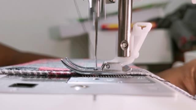 nähen von kleidung - kurzwaren stock-videos und b-roll-filmmaterial