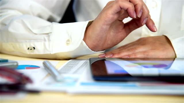 Statistiques de la bourse sur tablette tactile - Vidéo
