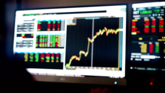 stock market charts and summary market trading in led display, stock market data trading. - табло котировок стоковые видео и кадры b-roll