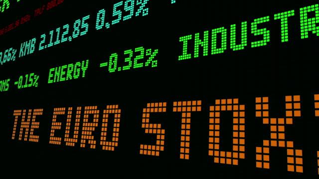 vídeos de stock e filmes b-roll de stock market ticker the euro stoxx banks index - nyse crash