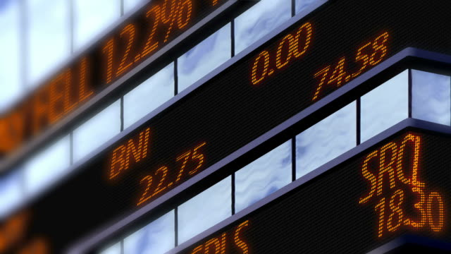 4 k фондовый рынок ticker, время площадь увеличить съемки - табло котировок стоковые видео и кадры b-roll