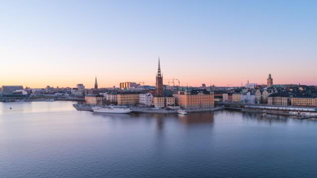 stockholm city, skyline dag till natt video tidsfördröjning i sverige, timelapse 4k - stockholm bildbanksvideor och videomaterial från bakom kulisserna