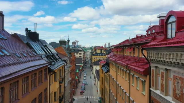 stockholm street, som lyfter visar hustak - stockholm bildbanksvideor och videomaterial från bakom kulisserna