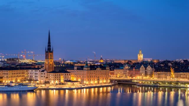 stockholm sverige tids fördröjning 4k, stadssilhuett dag till natt timelapse på gamla stan och slussen - stockholm bildbanksvideor och videomaterial från bakom kulisserna