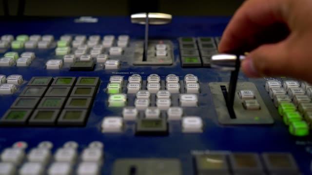 vidéos et rushes de stok video broadcast tv studio production - vision switcher studio director broadcast video mixer operation - close-up of hand - interview