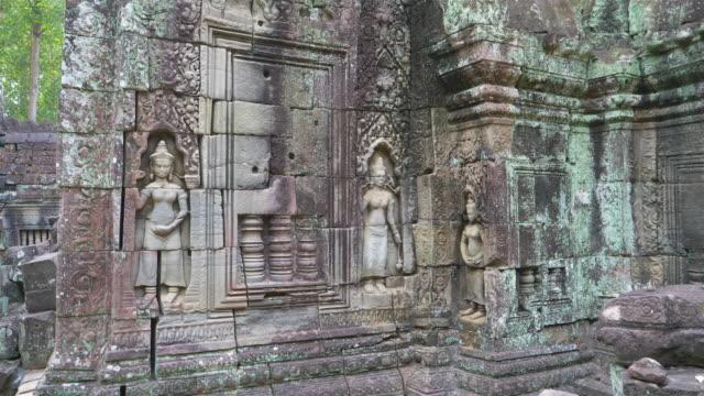 steinsteinschnitzkunst im ta som tempel in angkor wat komplex, siem reap kambodscha. - kambodschanische kultur stock-videos und b-roll-filmmaterial