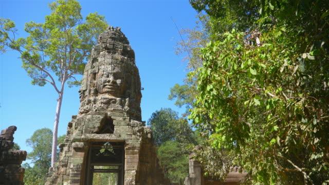 steinsteinschnitzkunst im banteay kdei, teil des angkor wat komplexes in siem reap, kambodscha - kambodschanische kultur stock-videos und b-roll-filmmaterial