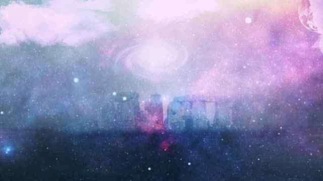 stonehenge in the purple fog - sito patrimonio dell'umanità unesco video stock e b–roll