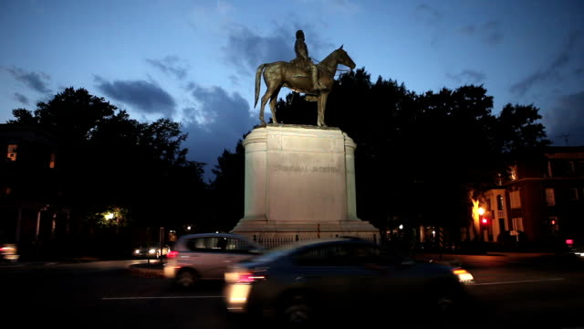 Stonewall Jackson Statue On Monument Avenue In Richmond, Virginia video