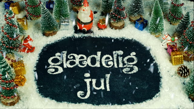 vídeos de stock e filmes b-roll de stop motion animation danish , in english merry christmas - objeto decorativo