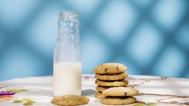 vídeos y material grabado en eventos de stock de detener la animación de movimiento de una pila de galletas - galleta dulces