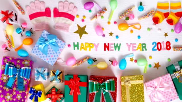 stop motion gåva rutan dekoration för nyår 2018 bakgrund - blue yellow band bildbanksvideor och videomaterial från bakom kulisserna