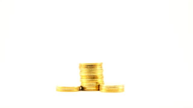 покадровая золотая монета на уровнях. - монета стоковые видео и кадры b-roll