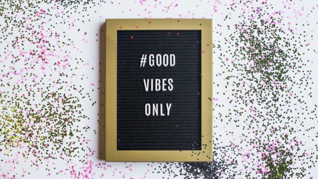 stop motion message #goodvibesonly - посыпать стоковые видео и кадры b-roll