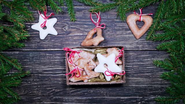 stop motion med julklapp låda med pepparkakor - pepparkaka bildbanksvideor och videomaterial från bakom kulisserna