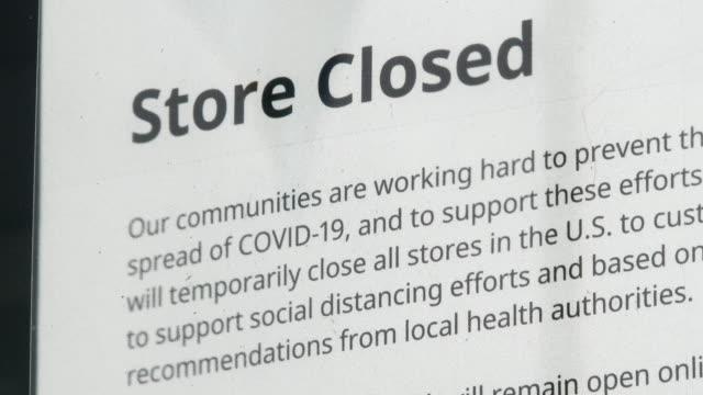 stockvideo's en b-roll-footage met winkel sluiting sein als gevolg van covid-19 - shop sign
