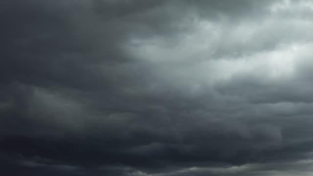 vidéos et rushes de les nuages au coucher du soleil - ciel orageux