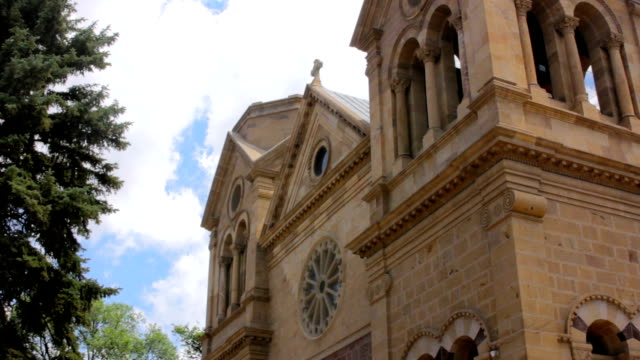 fırtına bulutları st. francis basilica toplamak - fransa kralı i. fransuva stok videoları ve detay görüntü çekimi