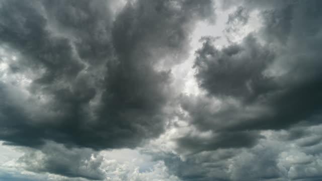 폭풍 구름 이동 시간 경과. - 불길한 스톡 비디오 및 b-롤 화면